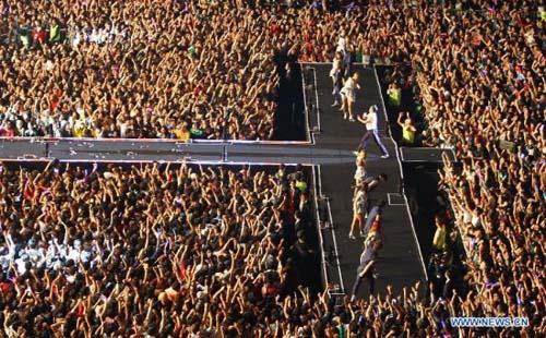 """80.000 người """"cháy"""" cùng Gangnam Style - 3"""