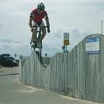 Phi thường - kỳ quặc - Thót tim với màn biểu diễn bằng xe đạp