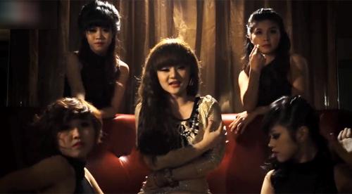 """MV của em gái Phương Trinh bị """"ném đá"""" - 3"""