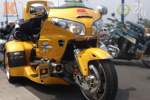 Đoàn môtô khủng dạo phố Sài Gòn - 2