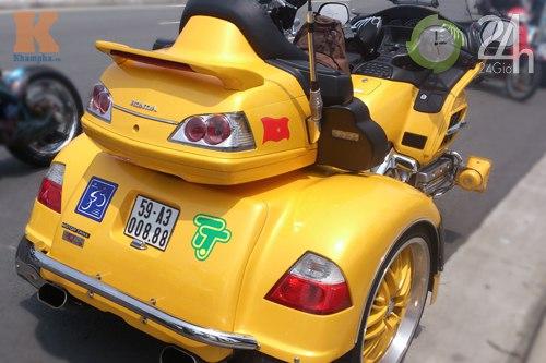 Đoàn môtô khủng dạo phố Sài Gòn - 4