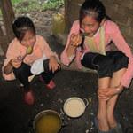 Giáo dục - du học - Vào nơi học sinh ăn cơm chan… nước suối
