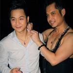 Ca nhạc - MTV - Ngọc Sơn tặng dây chuyền ngọc cho Tuấn Du