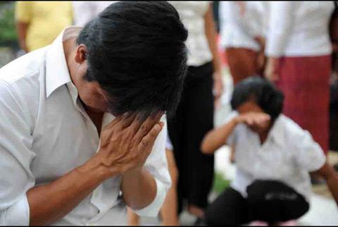Người dân Campuchia nức nở tiễn đưa cựu Vương - 4