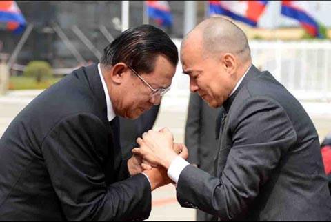 Người dân Campuchia nức nở tiễn đưa cựu Vương - 10
