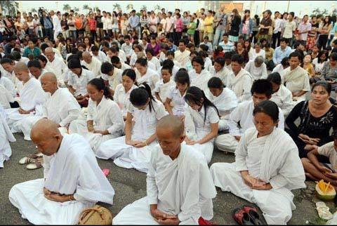 Người dân Campuchia nức nở tiễn đưa cựu Vương - 8