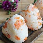 Ẩm thực - Bữa trưa tiện lợi với cơm nắm cá hồi