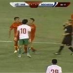 """Bóng đá - Video: Cầu thủ Indonesia """"máu chiến"""""""