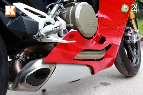Cận cảnh siêu môtô Ducati Panigale S đầu tiên tại Hà Nội - 9