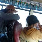 """Tin tức trong ngày - """"Kỹ nghệ"""" móc túi khép kín trên xe buýt"""