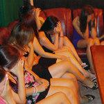 Cười 24H - Thả gái mại dâm, bao cao su giảm giá