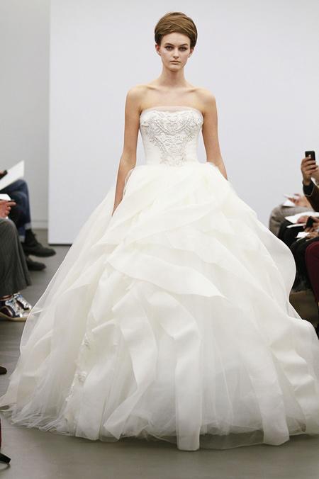 Váy cưới hợp mốt dành cho các tín đồ - 17