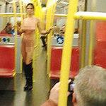 Phi thường - kỳ quặc - Nữ hành khách khỏa thân trên tàu điện ngầm