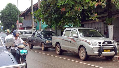 Sang Lào ngắm xe hơi - 1