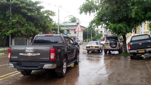 Sang Lào ngắm xe hơi - 11
