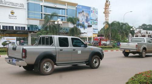 Sang Lào ngắm xe hơi - 12