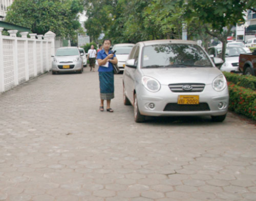 Sang Lào ngắm xe hơi - 3