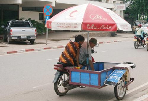 Sang Lào ngắm xe hơi - 6
