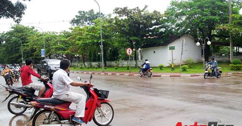 Sang Lào ngắm xe hơi - 7