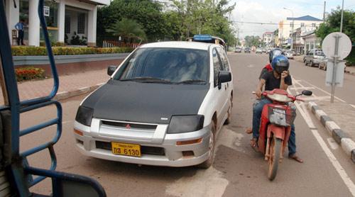Sang Lào ngắm xe hơi - 8
