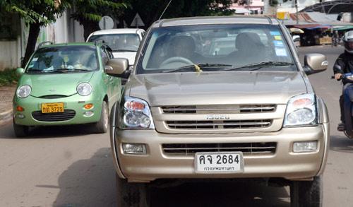 Sang Lào ngắm xe hơi - 9