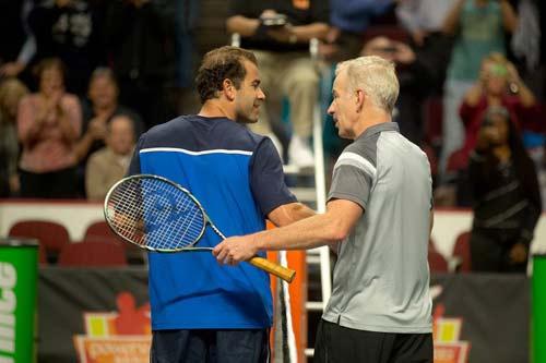 Sampras, McEnroe tỏa sáng tại giải đấu huyền thoại - 3