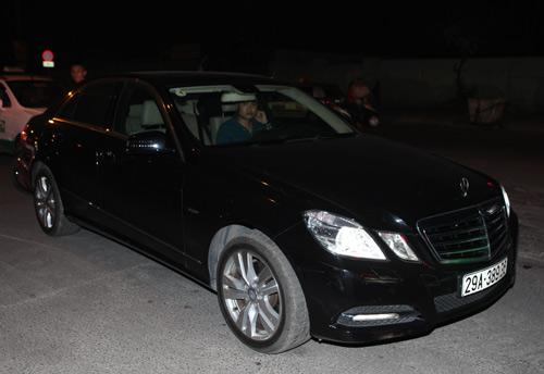 Mercedes E250 đưa đón siêu mẫu Kim Lee - 2