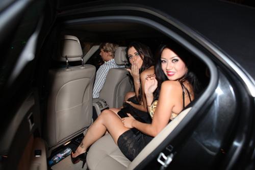 Mercedes E250 đưa đón siêu mẫu Kim Lee - 4