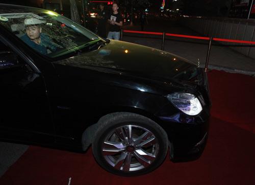 Mercedes E250 đưa đón siêu mẫu Kim Lee - 8