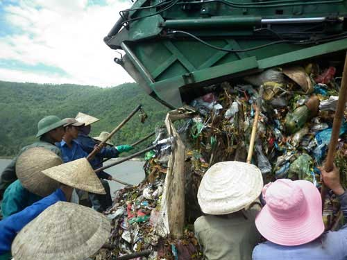 Bát cơm trưa nghẹn ngào bên bãi rác - 4