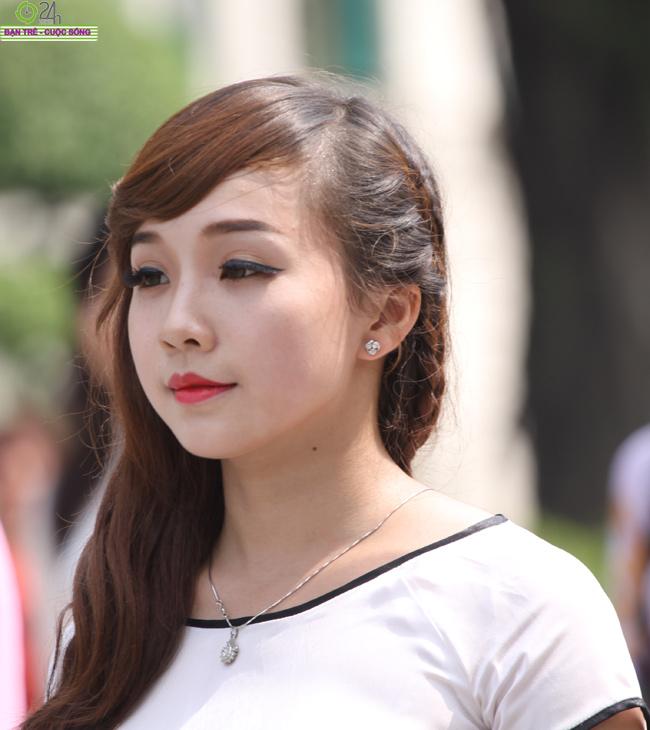 Khánh Chi đồng hành thử thách cùng Imiss  Hoa khôi Hà Nội khoe vai trần quyến rũ  Imiss Thăng Long lộng lẫy diễn catwalk Hot girl Diệu Linh tự tin diễn thời trang