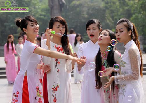 Những gương mặt khả ái của Hoa khôi HN - 15