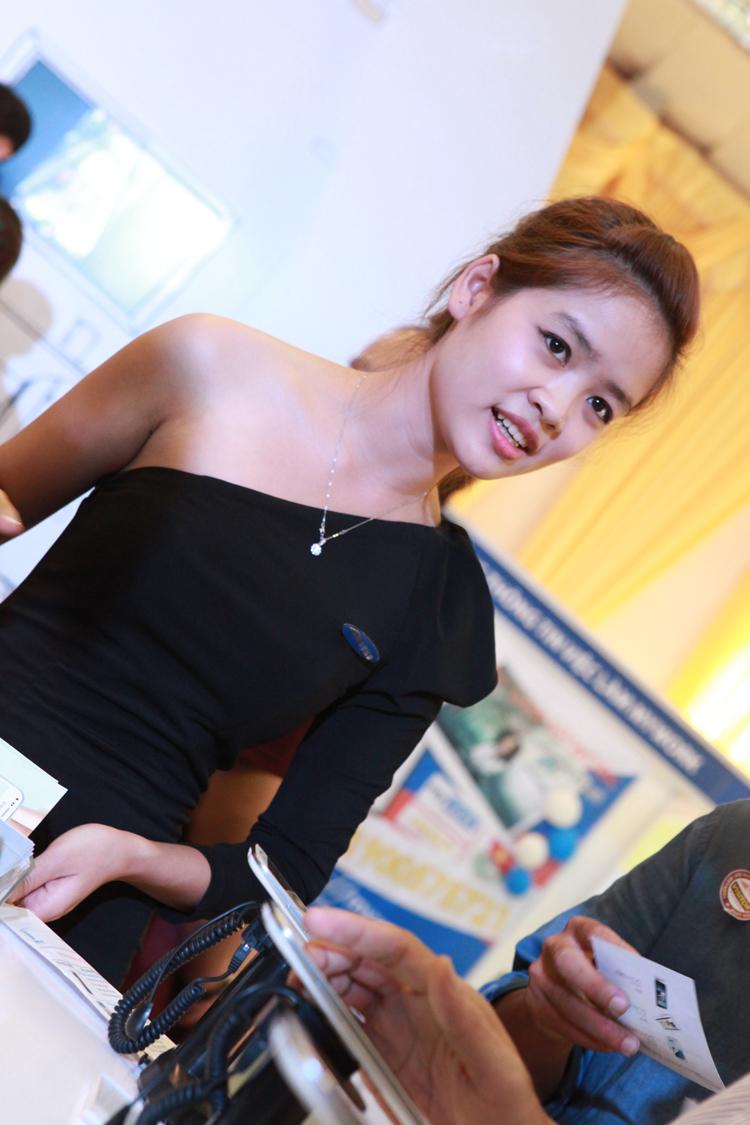 Cô gái trẻ này hiện đang là sinh viên của trường Đại học Kinh tế