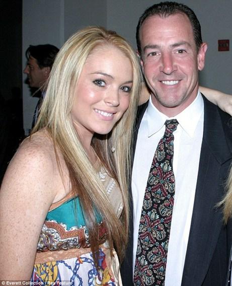 Lindsay Lohan gọi cảnh sát xua đuổi bố - 1