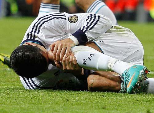 Kinh hãi Ronaldo rách chân, đổ máu - 3