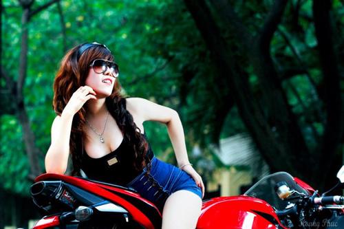 Người đẹp Việt phô diễn cơ thể bên motor - 11