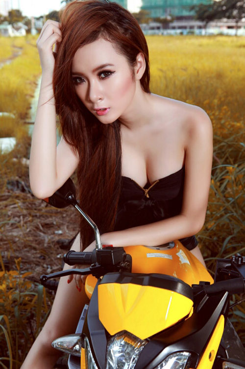 Người đẹp Việt phô diễn cơ thể bên motor - 7
