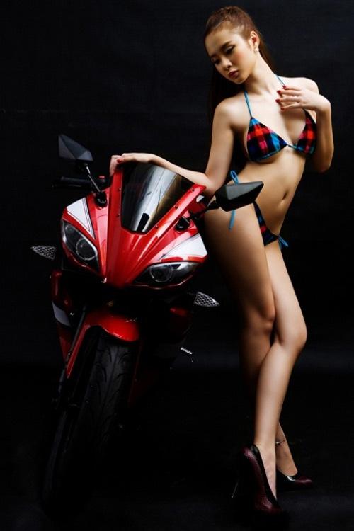 Người đẹp Việt phô diễn cơ thể bên motor - 10