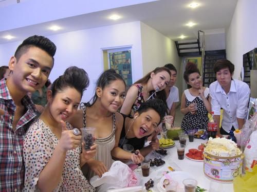 Đột nhập dinh cơ Top 9 Vietnam Idol - 9