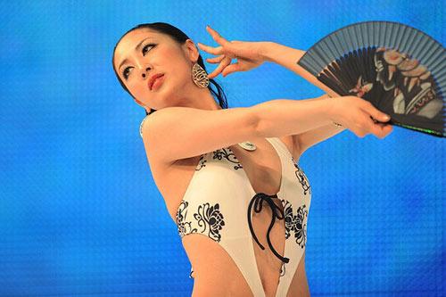 Tân Hoa hậu Quốc tế bị chê kém sắc - 4