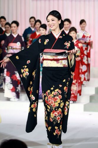 Tân Hoa hậu Quốc tế bị chê kém sắc - 6
