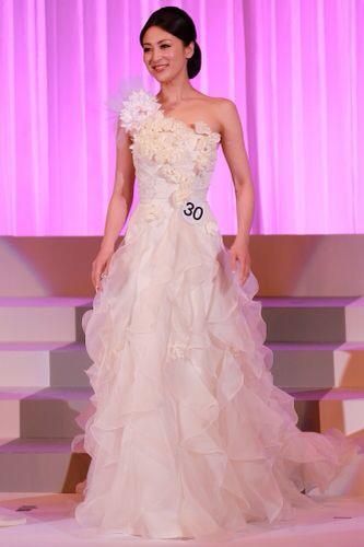 Tân Hoa hậu Quốc tế bị chê kém sắc - 7