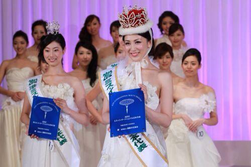 Tân Hoa hậu Quốc tế bị chê kém sắc - 2