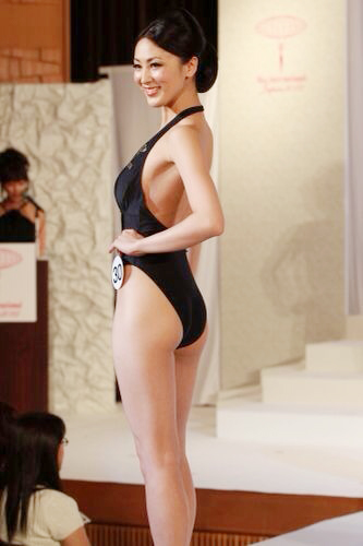 Tân Hoa hậu Quốc tế bị chê kém sắc - 9
