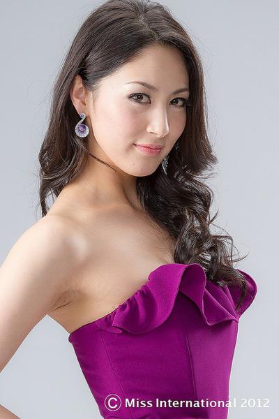 Tân Hoa hậu Quốc tế bị chê kém sắc - 13