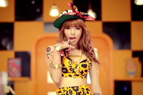 Hotgirl Gangnam Style tung MV nóng - 6
