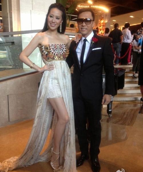 Váy cổ V khoe vẻ phồn thực của Gan Lulu - 8