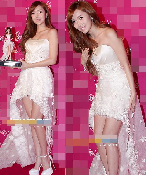 Váy cổ V khoe vẻ phồn thực của Gan Lulu - 14