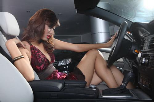8 điều phụ nữ cần tránh khi lái xe - 2