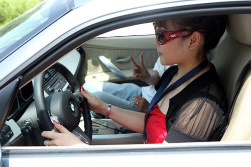 8 điều phụ nữ cần tránh khi lái xe - 1